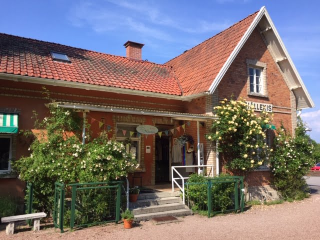 NATURLIGTVIS – Stationshuset i Hällekis
